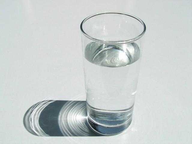 一杯のコップに入った水