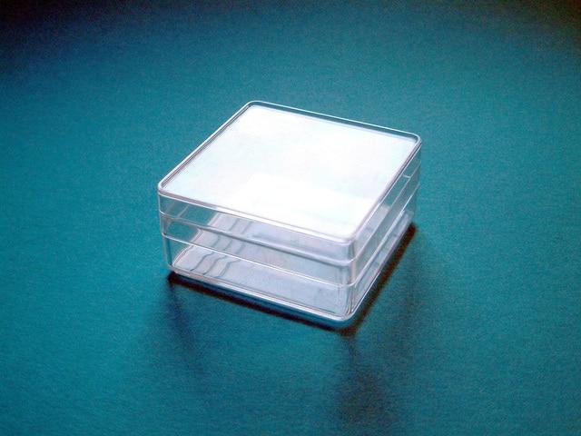 透明な空のケース
