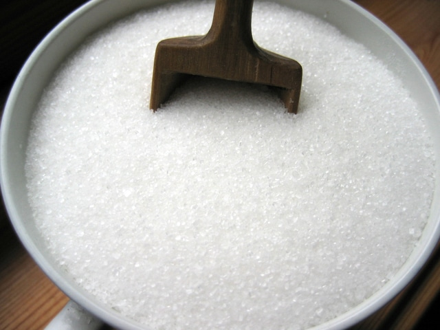 マグカップに入った大量の上白糖