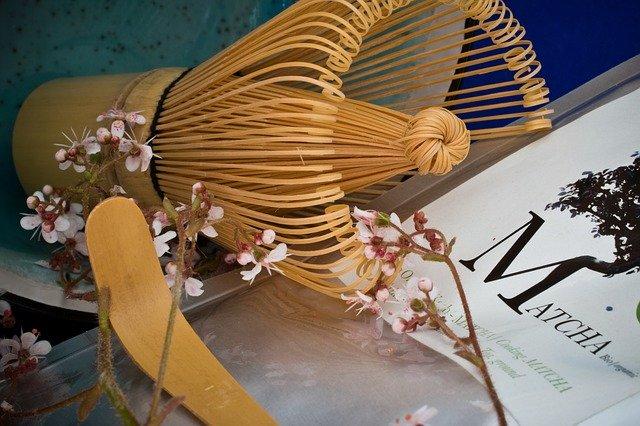 抹茶に使う茶筅と桜