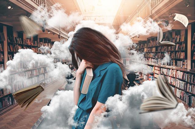 図書館の中でストレスを抱える女性