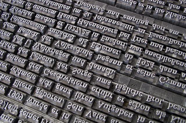モノクロの英字タイプライターの活字