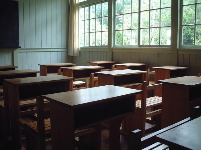 昼間の無人の教室