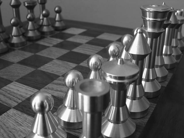 モノクロのチェス戦略画像