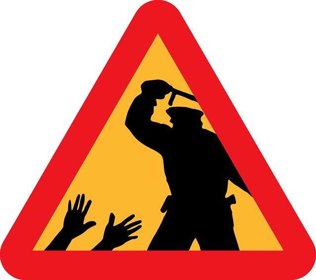 警察官による暴行を注意する看板