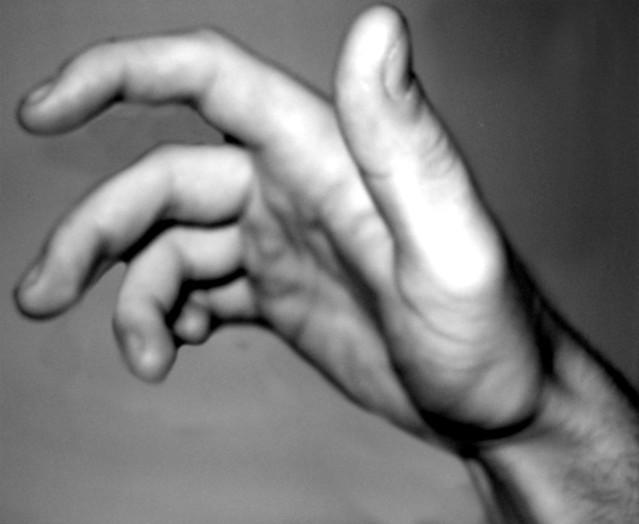 ゴツゴツした男性の手