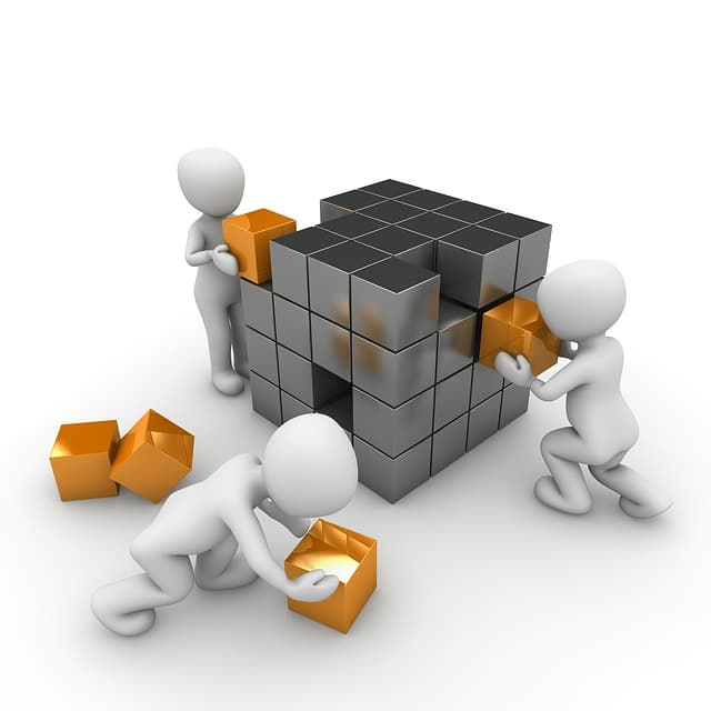 箱を積む仕事をしている三体のピクトグラム