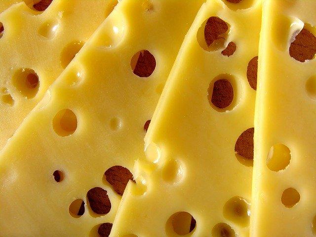穴の空いたチーズ