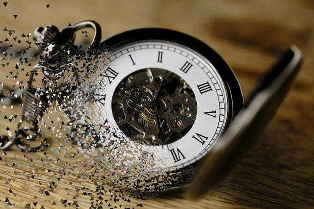 消えていく懐中時計