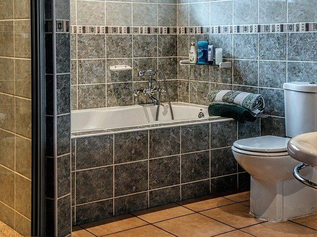 綺麗な浴室とトイレの一体型