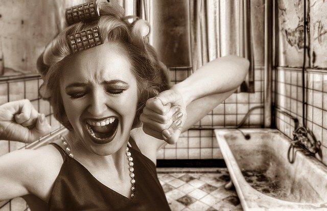 バスタブを掃除していないダメな女性